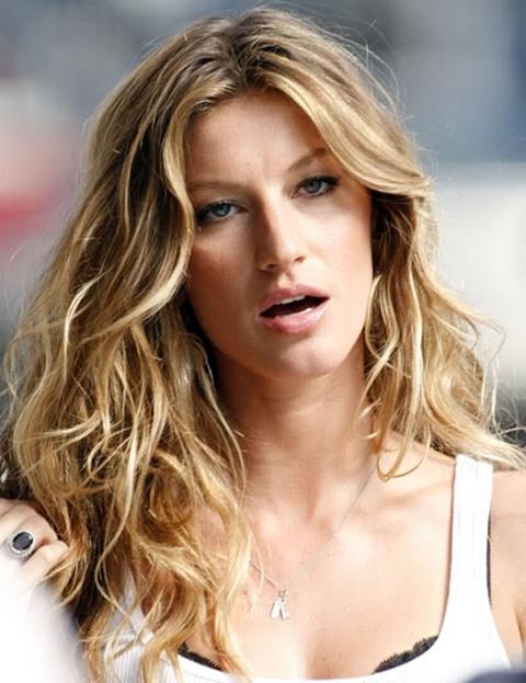 Blonde-celebrity-wavy-beach-hair