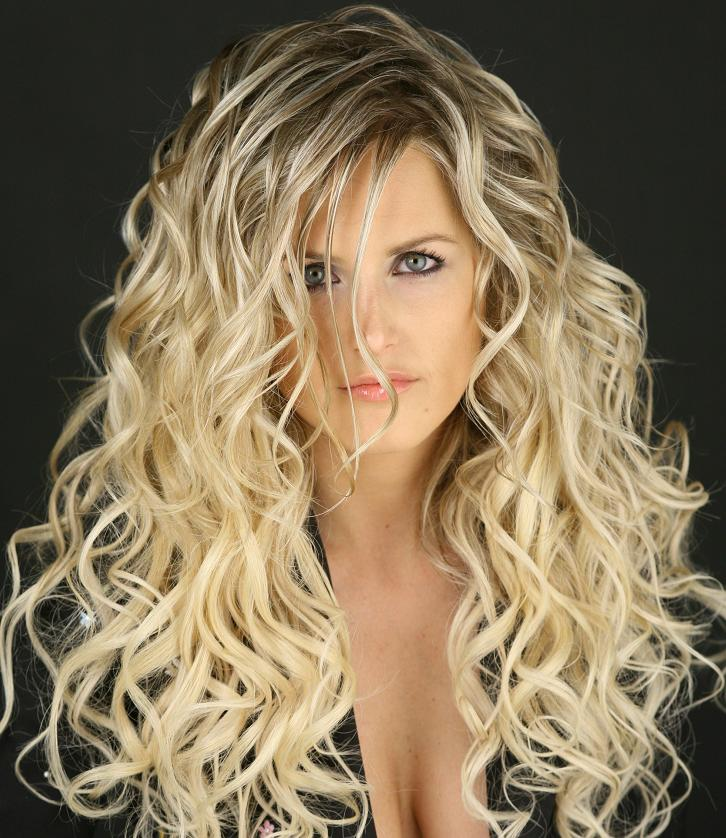 Here's a curly blonde hairstyle with big curls