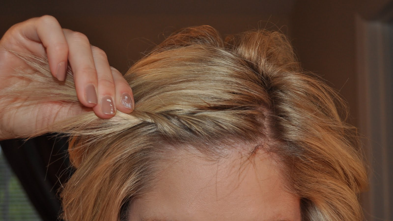 How-to-twist-your-bangs