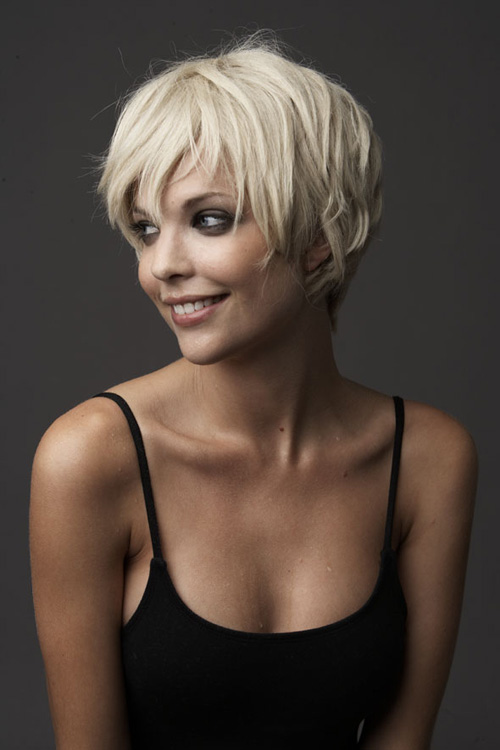 Very Short Blonde Pixie Hairstyle Women Hairstyles