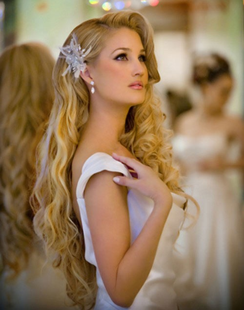 Loose Wave Wedding Hairstyle to Cover Ears