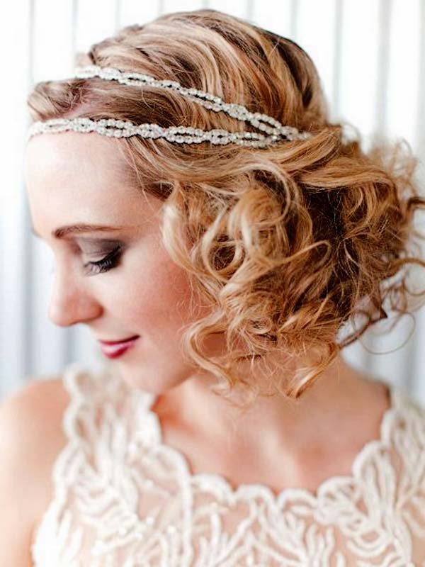 curly-hairstyle-with-headband-for-christmas-party