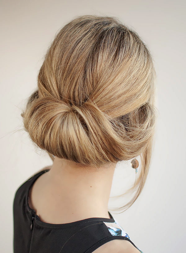 rolled-up-loose-bun-for-women-to-wear-to-work