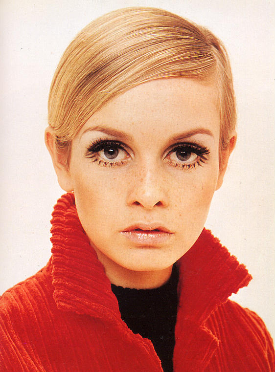 twiggy-inspired-pixie-prom-hairstyle-for-girls-prom-night