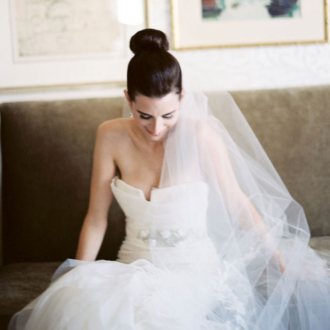 wedding veil with top knot high bun hairstyle