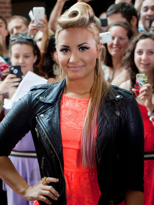 Demi-Lovato-Roll-Top-Hairstyle