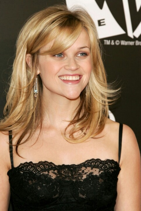 Reese-Witherspoon-Shoulder-Length-Haircut-and-Bangs