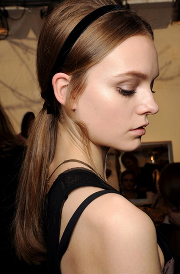 black-ribbon-accessory-hairstyle-for-a-date