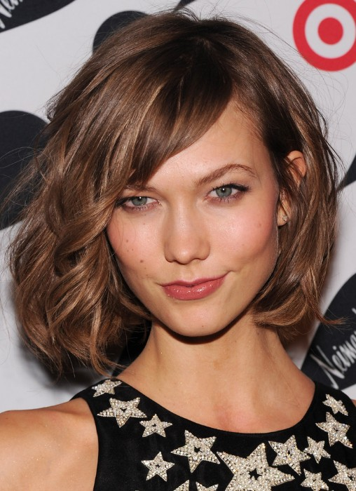 mussy-bob-hairstyle-with-side-swept-bangs