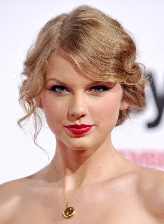 Taylor Swift And Her Vintage Curly Hair Locks - Women