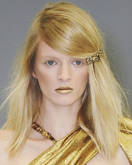 faux-side-swept-bangs-for-square-face