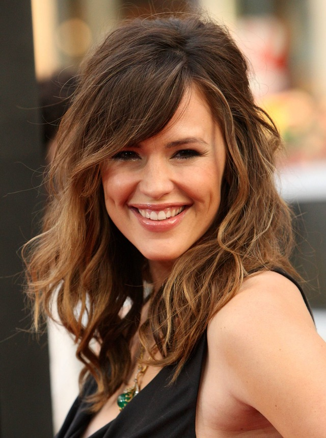 jennifer-garner-side-swept-bangs-for-square-face