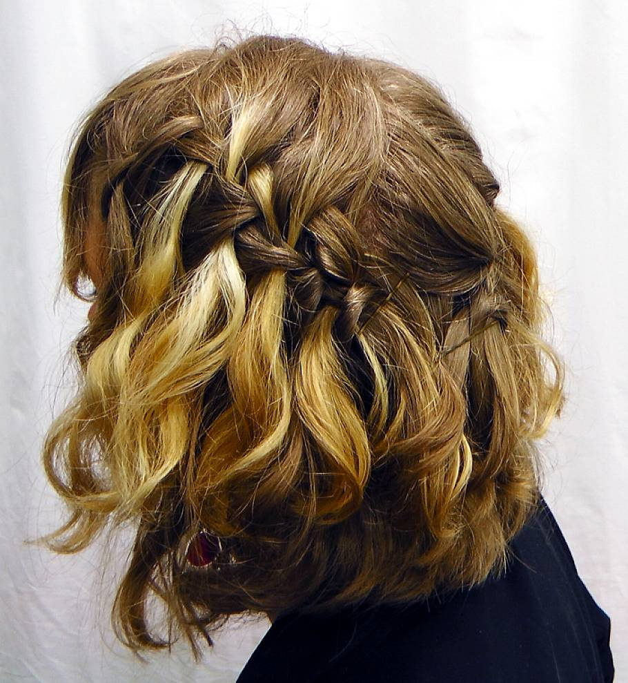 short-Waterfall-braid-hairstyles-for-wavy-hair