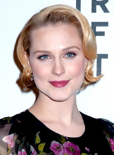 soft-short-wavy-blonde-hairstyle