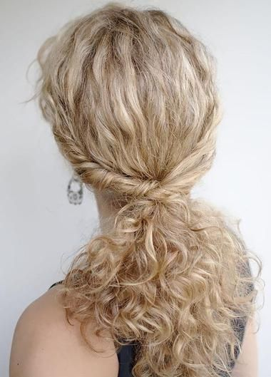 twist-hairstyles-for-women-with-naturally-curly-hair