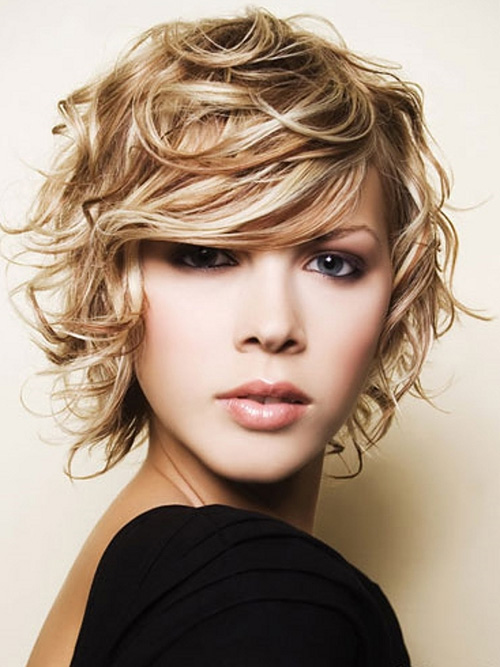 Curly-Short-Hairstyles-for-a-Round-Face