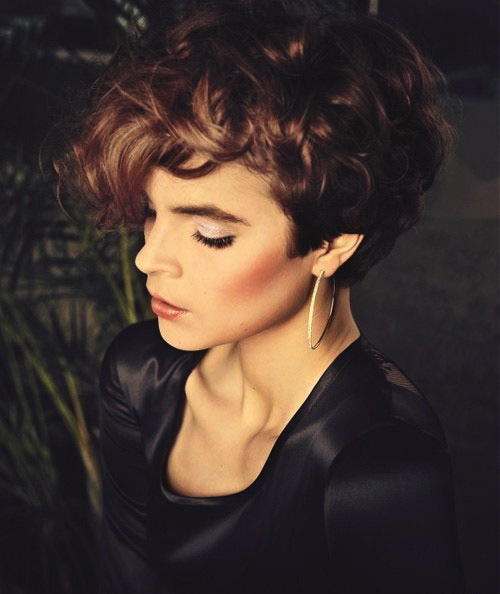 Very-short-curly-hairstyles-for-a-round-face-shape