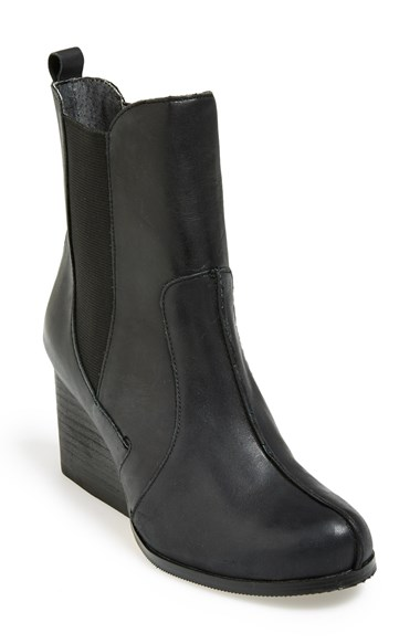 Chelsea boots cold