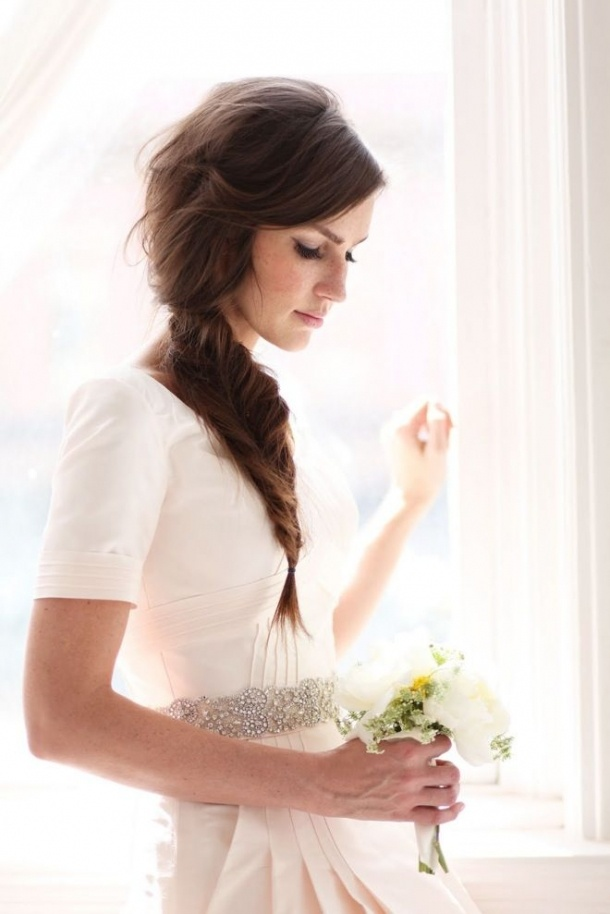 fishtail-braid-messy-side-braided-hairstyle-options-for-wedding-day