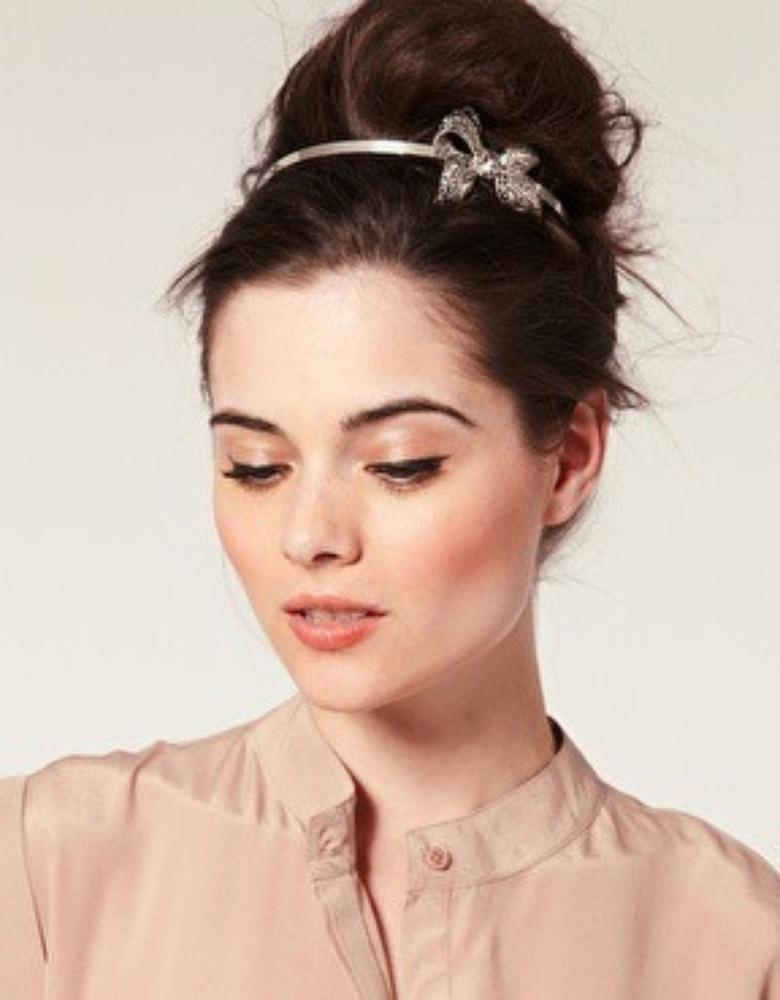 loose-top-knot-hairstyle-for-women-work-hairstyles
