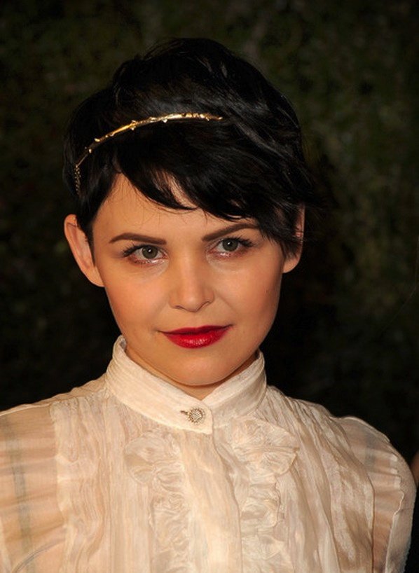 short-pixie-hairstyle-with-headband-for-prom-pixie-hair