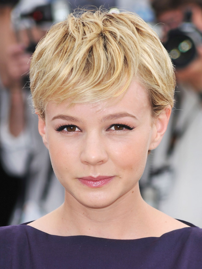 short-tousled-textured-hairstyle-for-short-hair