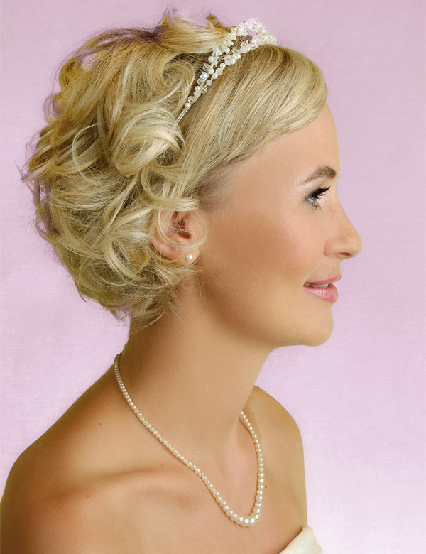 A Simple Short Hair Wedding Style