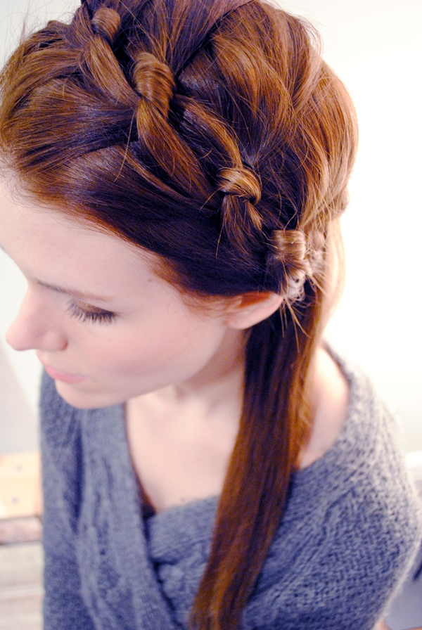 twisted-knot-hairstyle-for-easy-updo-for-women-to-wear-to-work