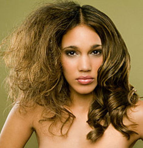 How-to-prevent-frizz-and-flyaways