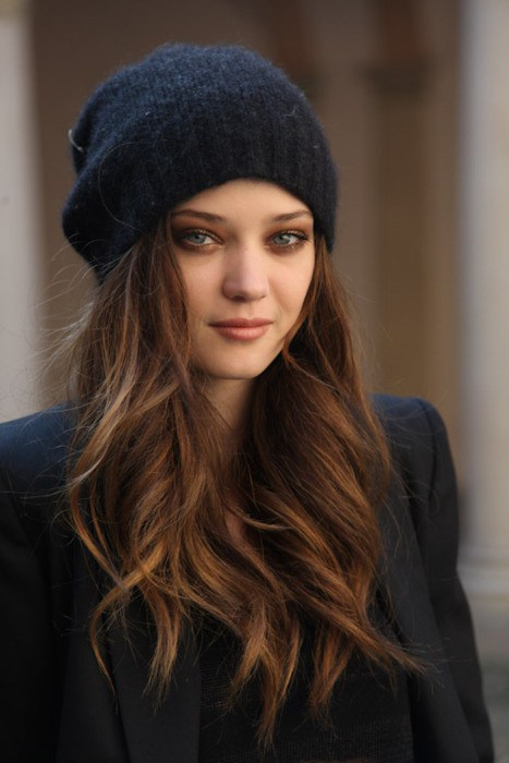 Hairstyles to Wear with Winter Hats - Women Hairstyles 349b950ee07
