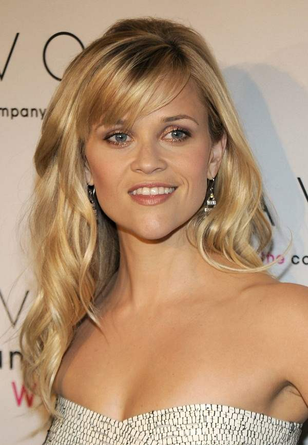 how to style side swept hair the different reese witherspoon hairstyles with bangs 7210