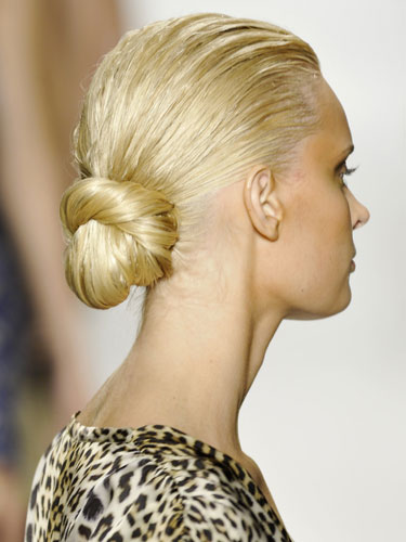 low-bun-knotted-chignon