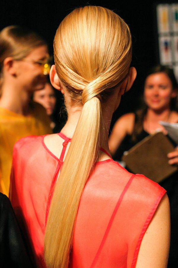 trendy-and-fashionable-sleek-high-performance-ponytail