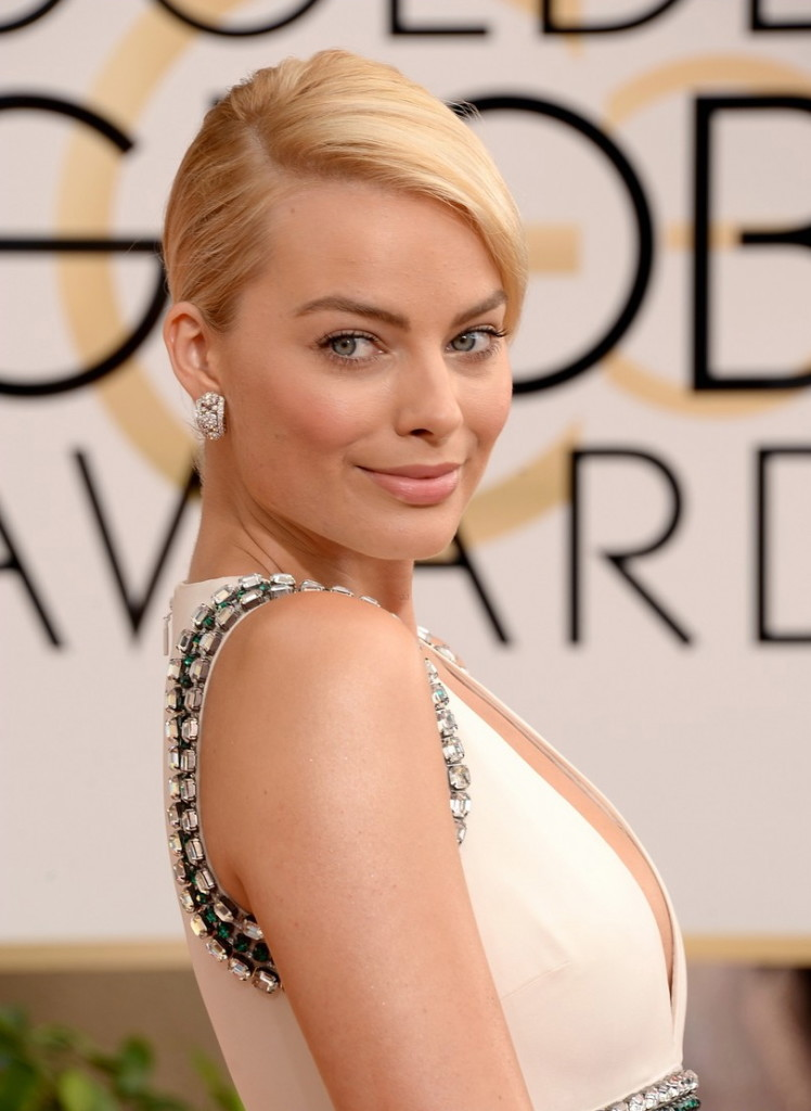 Margot-Robbie-Golden-Globes-Hairstyle