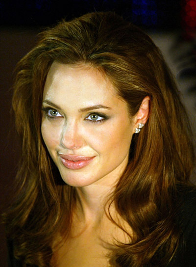 angelina-jolie-long-wavy-hair-style-for-thick-hair