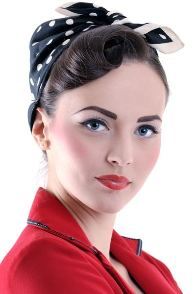Vintage-Hairstyle-with-Bandana