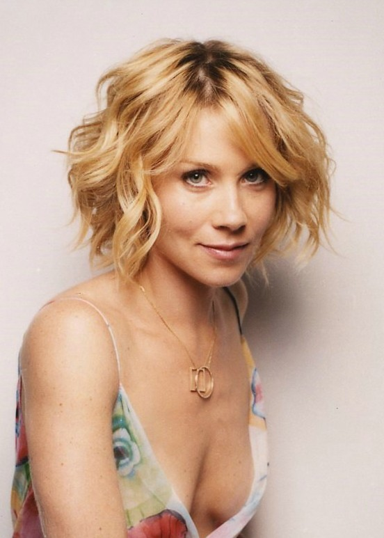 Christina-Applegate-Short-Wavy-Hair - Women Hairstyles