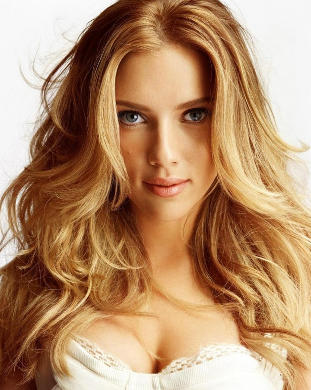 Scarlett Johansson Golden Blonde Beach Wave, Long Curly Hairstyle ...